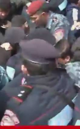 Բռնի ուժի կիրառում, կրակոցներ ցուցարարների դեմ Էրեբունիում  (տեսանյութ)