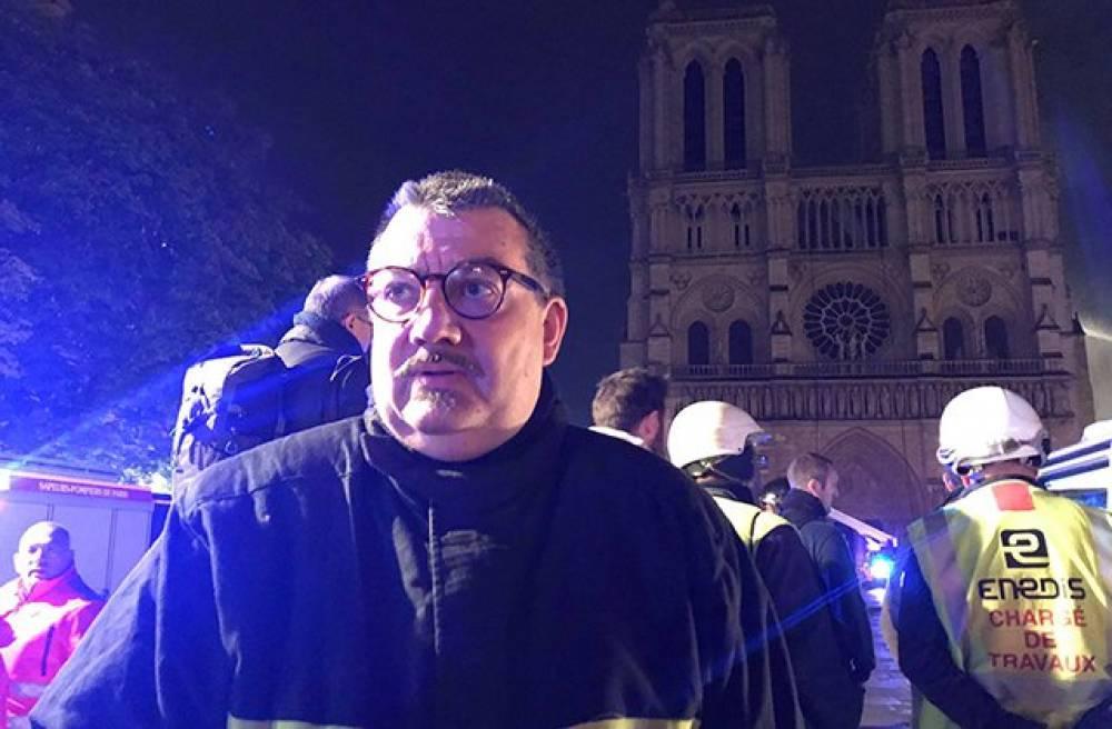 Հերոս քահանան,ով փրկեց Քրիստոսի «Փշե Պսակը» Փարիզի Աստվածամոր Տաճարի կրակից