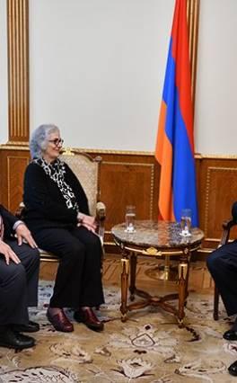 Արմեն Սարգսյանը բարերարներ Ջորջ և Քերոլայն Նաջարյանների հետ քննարկել է Գյումրիում բարեգործական ծրագրեր իրականացնելու հնարավորությունները
