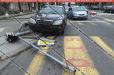 Ավտովթար Երևանում. Mercedes-ը տապալել է ինտերնետային կապի համար նախատեսված երկաթե սյունը