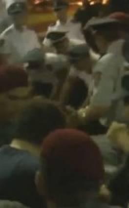 Մի խումբ երկրապահներ փակել են Նալբանդյան փողոցը և պահանջում են ազատ արձակել գեներալ, ԵԿՄ նախագահ Մանվել Գրիգորյանին