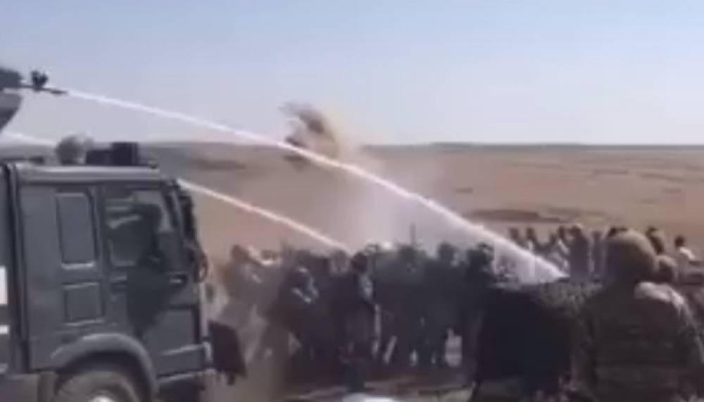 Տեսանյութ.Ոստիկանությունը պարզաբանել է տարածված տեսանյութը, թե իբր զորքերը ջրցանով թույլ չեն տվել
