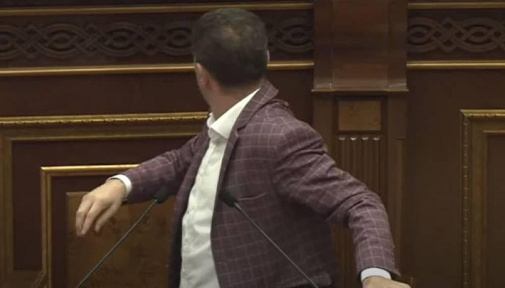 Տեսանյութ.Ինչ-որ ֆսսոց եկավ հետևիցս․Արծրուն Հովհաննիսյանը խաբելու համար պետք է պատժվի