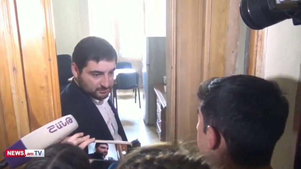 Էդ թող ես որոշեմ՝ կարելի՞ ա, թե չէ. Սիփան Փաշինյանին ծխելու համար լրագրողները նկատողություն արեցին