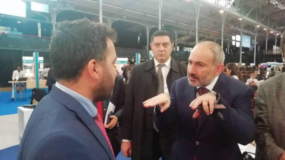 Ադրբեջանցի բլոգերը խնդրեց Փաշինյանին նկարվել իր հետ