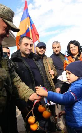 Այսօր խաղաղապահների օրն է․ Ստեփանակերտի քաղաքապետը այցելել է ռուս խաղաղապահների տեղակայման վայր