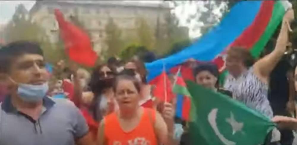 Տեսանյութ.«Կորչի Ռուսաստանը, կորչի Հայաստանը, կեցցե Թուրքիան».Բաքվում Թուրքիայի դեսպանատան առջև հակառուսական բողոքի ակցիա
